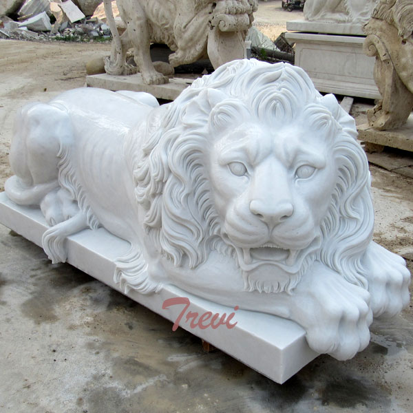 Roaring Lion Outdoor Welcome Statues Outside Houses